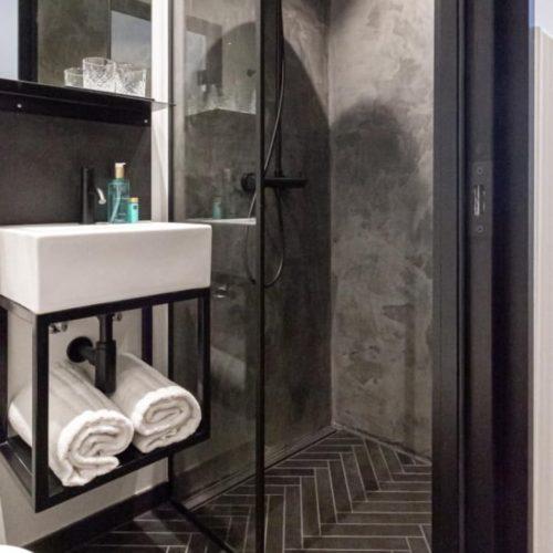 Badeværelse med sildeben 5×30 Hotel City